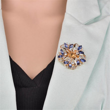 Fashion Girls Crystal Rhinestones Garland Flower Brooch Women Banquet Costume Brooch Pin Jewelry Clothes Accessories Jewelry