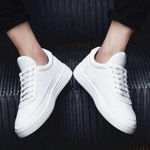Image 2 - גברים של נעלי ספורט אביב לבן סניקרס פלטפורמת נעלי גברים נעליים יומיומיות שחור עור סניקרס נוח הליכה נעלי 2020
