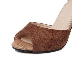 Image 4 - Sandalias de tacón alto con hebilla para mujer, zapatos femeninos de tacón grueso con hebilla, sandalias de estilo Gladiador, adecuadas para el verano, 2019