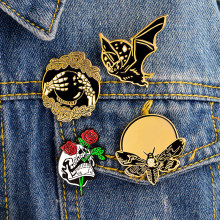 4 pcs/set Tengkorak Mawar Tangan bola Kristal Kelelawar Lebah Bros Punk gelap Enamel Pin Tombol Denim jaket Mantel Tas Aksesoris Pin Badge(China)