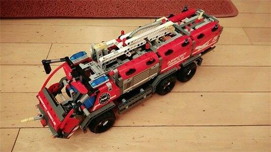 Фотография Lepins Genuine Technic Mechanical The Rescue Vehicle Set Children Educational Building Blocks Bricks Figures Toys