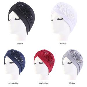 Image 2 - 인도 모자 Turban 모자 이슬람 여성 스팽글 꽃 Chemo 모자 탈모 모자 머리 랩 비니 Skullies 이슬람 Pleated Bonner 아랍