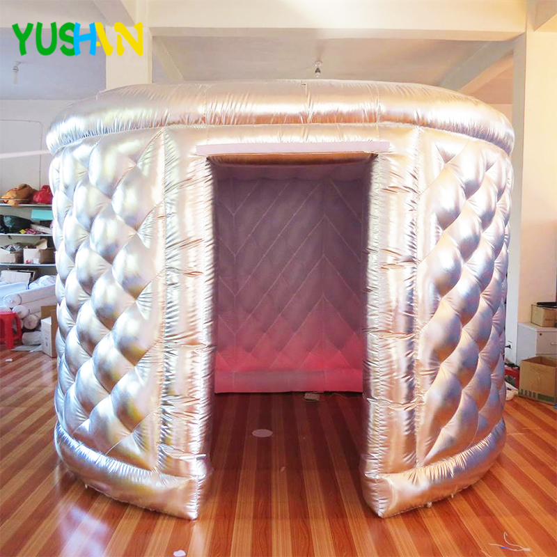 Silve Oval Photo Booth