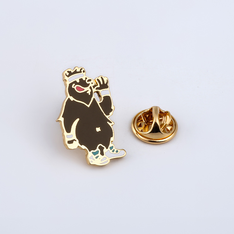 Sport Brooches Bear Enamel Pin for Boys Lapel Pin Hat/bag Pins Denim Jacket Shirt Women Brooch Badge Q481