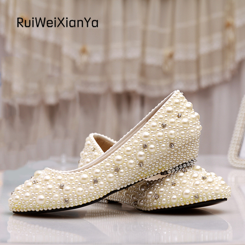 2017 New Fashion Spring Zapatos Mujer White Pearl Bridal Wedding Shoes low Heels Single Shoes Woman Pumps Plus Size Hot Sale 2017 new fashion spring ladies pointed toe shoes woman flats crystal diamond silver wedding shoes for bridal plus size hot sale