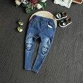 Calças de brim meninas crianças 2016 nova Queda coração Partido na altura do joelho jeans skinny meninas crianças denim calças lápis crianças