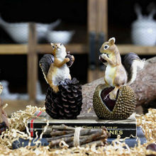 American Countryside Atifical Resin Squirrel with nuts Animal Figurine Home Decor Garden Decoration Crafts Accessories
