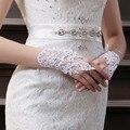 Venda quente Noivas Luvas Sem Dedos Luvas de Noiva Curto Branco de Alta Qualidade Vermelho Frisado Rendas Luvas de Pulso Comprimento Luvas Do Casamento Da Noiva