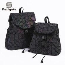 bb0dadf3bd Nouveau femmes Laser lumineux sac à dos Mini géométrique sac à bandoulière  pliant étudiant sacs d'école pour adolescente hologra.