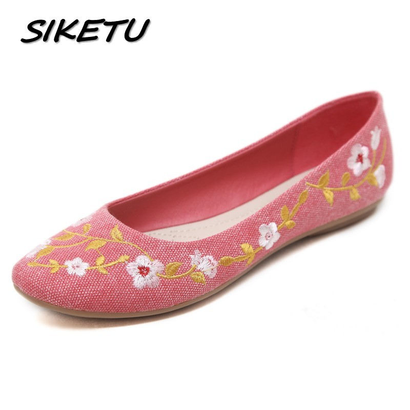 SIKETU Women Casual Flat Heels Shoes Woman Fashion Slip On Embroidery Flowers Peas Boat Shoes Soft Lazy Loafers Plus Size 35-42 zoqi shoes woman candy colors genuine leather women casual shoes 2018fashion breathable slip on peas massage flat shoes size 44