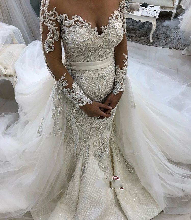 Ffashioanble Beaded Lace Wedding Dresses Long Sleeve Tulle Bride Dress Removable Train Button Back