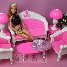Envío Gratis, regalo de cumpleaños para niña, sofá clásico de plástico, lámpara de escritorio, 6 artículos/juego de accesorios para muñeca barbie, muebles de muñeca