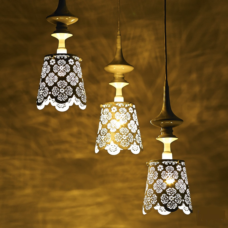 romantic hollow carved art lace Iron Pendant Lights Lamp bedroom villa restaurant LED pendant lamps pastoral living room dining room crystal lamp iron pendant lights warm romantic flower bedroom lamp led art lamps pendant lights
