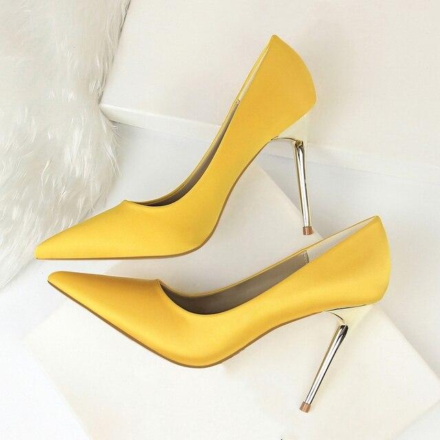 Sapatos de Salto de metal Mulheres Bombas De Alta Calcanhar De Cetim de Seda Fina Elegante Sexy De Salto Alto Amarelo 34 42 43 Apontou Moda sapatos femininos