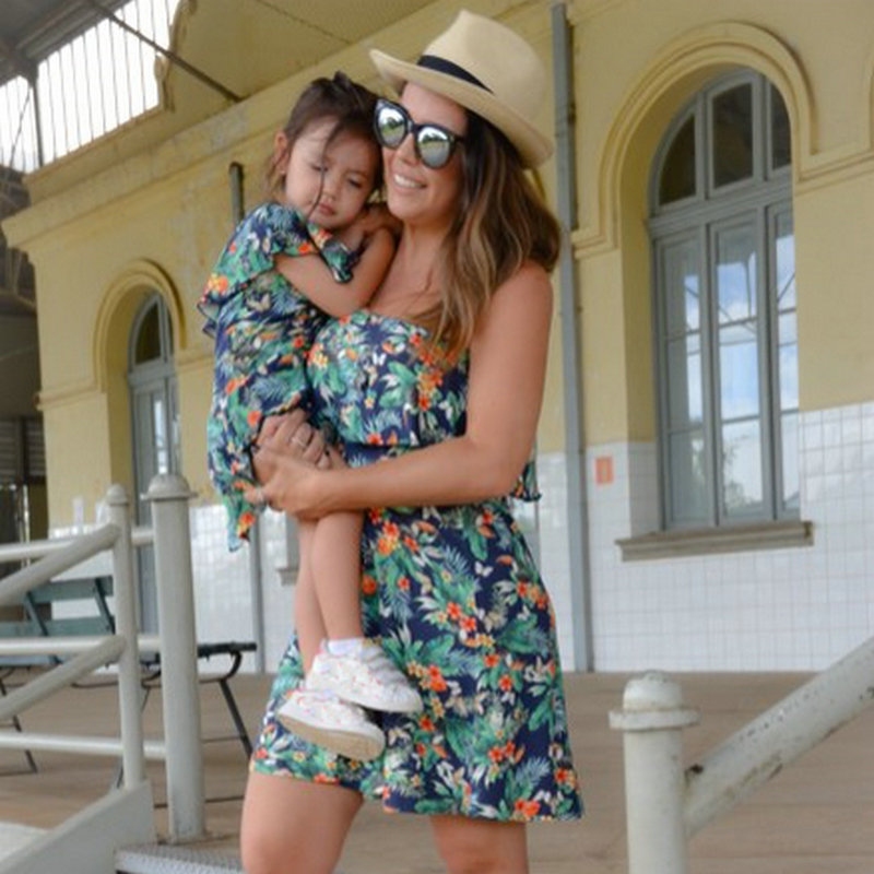 Family Look Matching Mother And Daughter Dresses Shoulder off Sleeve Beach Mommy And Me Clothes Swimsuits Outifits Mom Kids Girl (5)