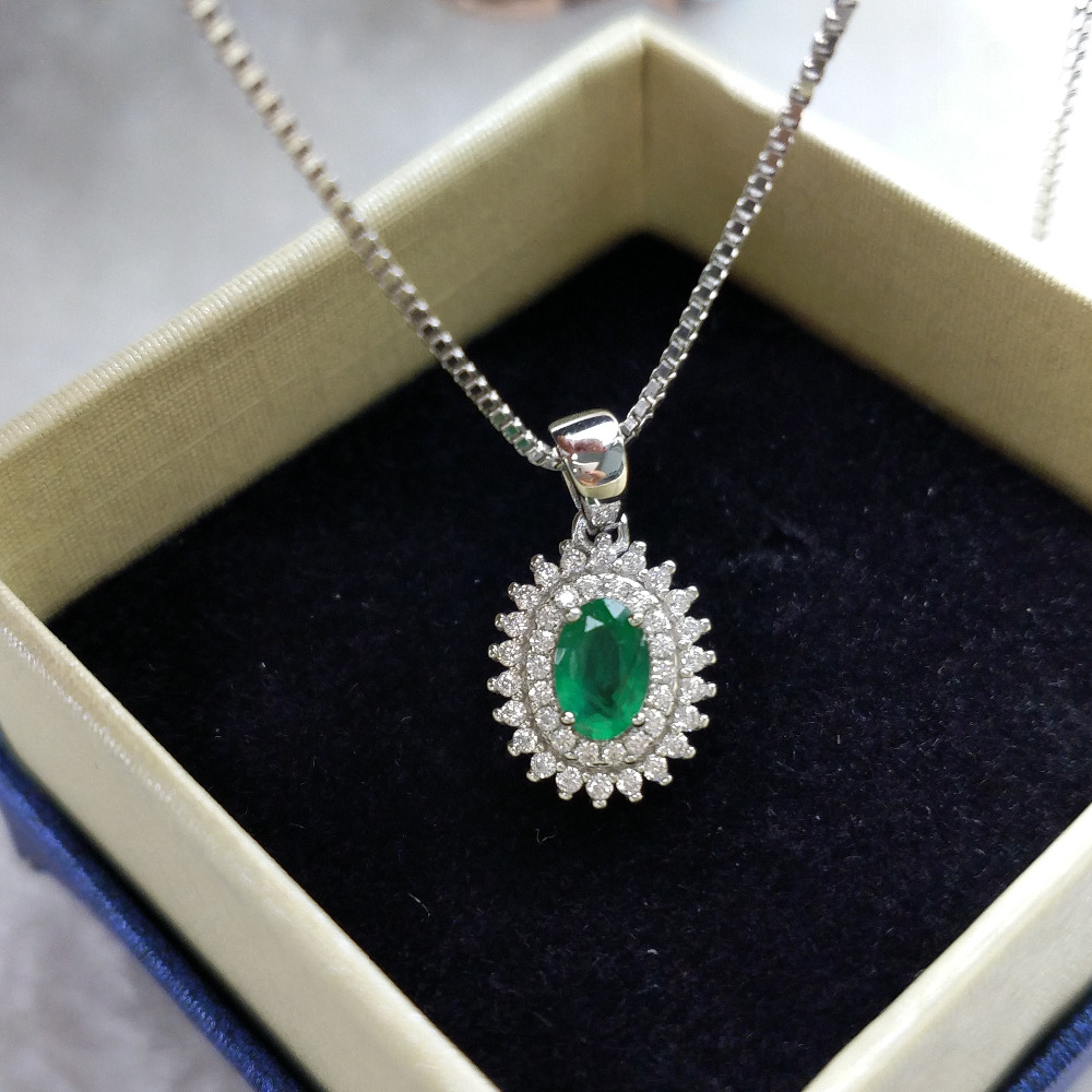 Beautiful 925 Sterling Silver Round Crystal Emerald Jade Amulet Pendant