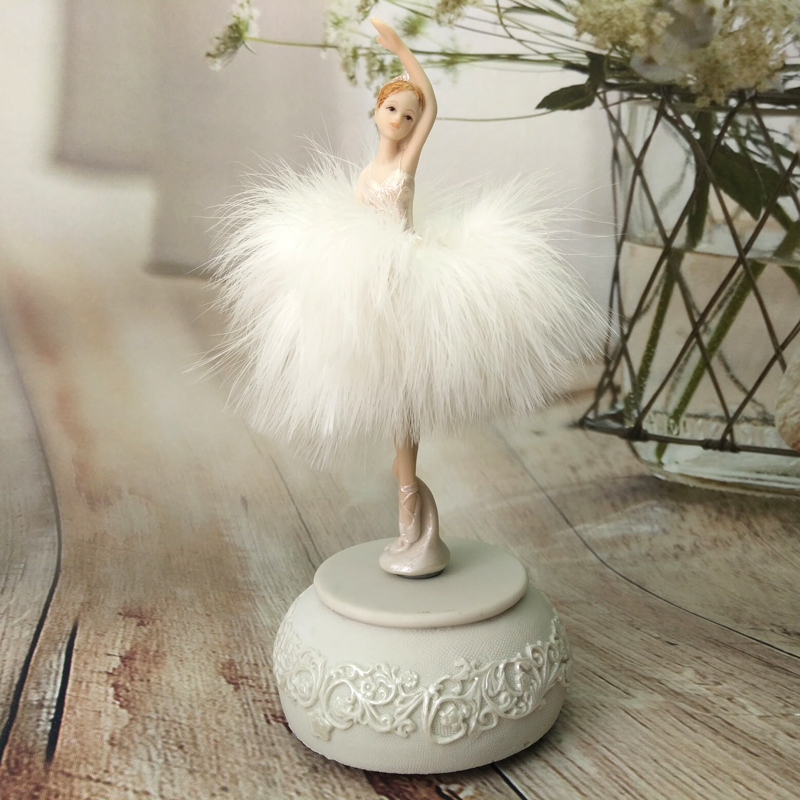 Music Box hand cranked ballet girl Beautiful dancing Girl gift for birthday Sing Box Resin Crafts wedding gifts home decor