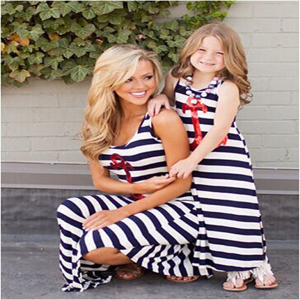 cc20a50dd الصيف نمط أمي عائلة طفلة نمط أكمام عادية اللباس الأزرق مخطط الأم وابنتها  اللباس
