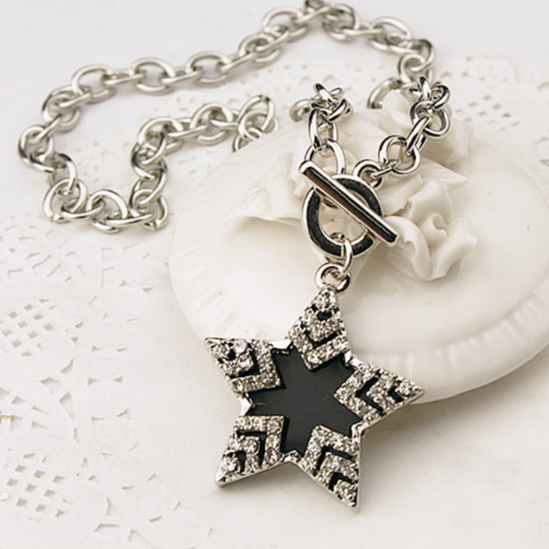 Ladies Stylish Rhinestone Star Pendent Sweater Chains Crystal Pentagram Design Necklaces Outdoor Dressup Decoration jn607