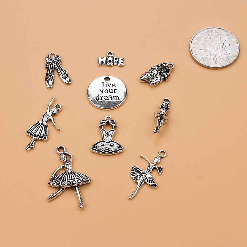 40//100pcs Retro Style lovely leaves Double sided alloy Charms Pendants 27x6mm