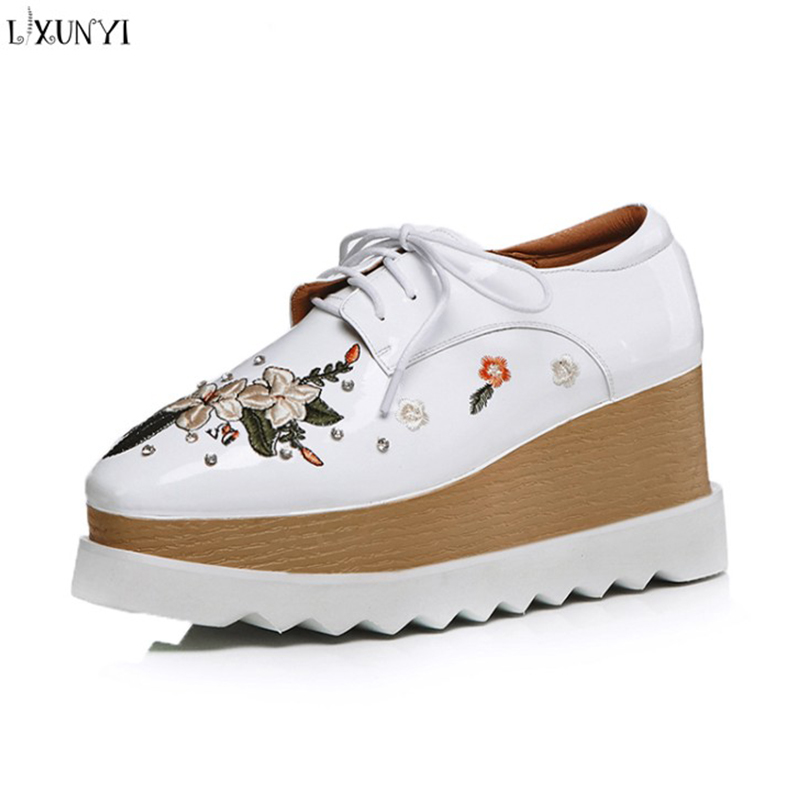 LXUNYI 2018 Autumn Winter New Flower Flat Platform Shoes Lace Up Height Increasing Platform Sneakers White Black Women Shoes new 2018 fashion sneakers women platform shoes women s sneakers brand height increasing shoes pink black white plus size