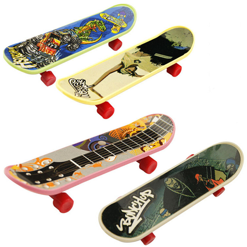 NEW Game Fingerboard Toys for Childrens New Year Gift, Cute Mini Finger Skateboard Brinquedos Toy 20 Pcs/Lot