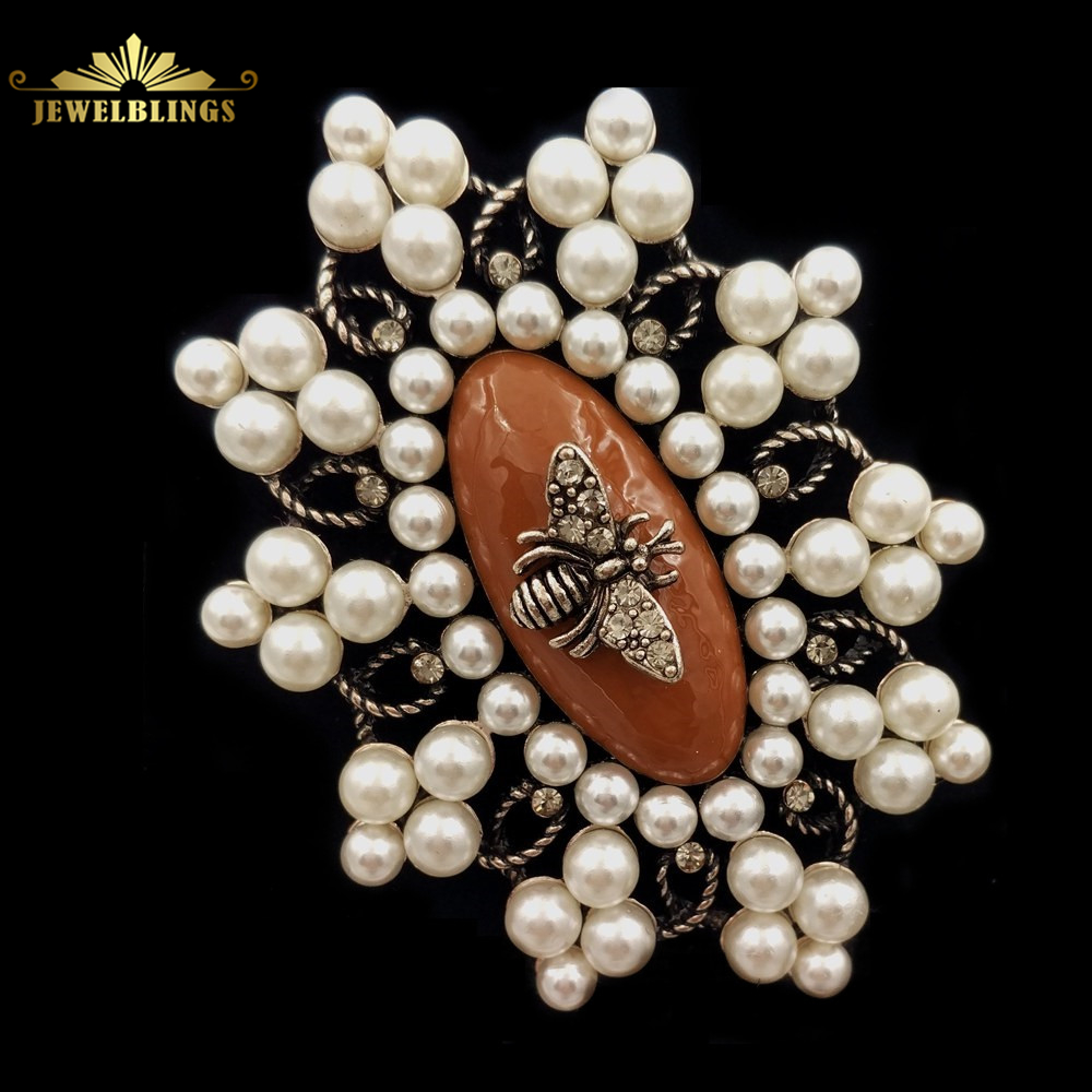 Antique European Style Imitated White Pearl Cluster Oval Brooch Silver Tone  Curled Wire Bee Dome Oval Stone Pin Vintage Jewelry