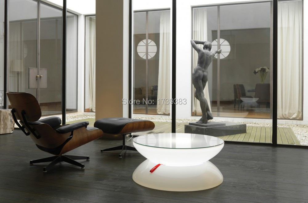 04-05-01-Lounge-Indoor-Statue-72dpi-1030x680
