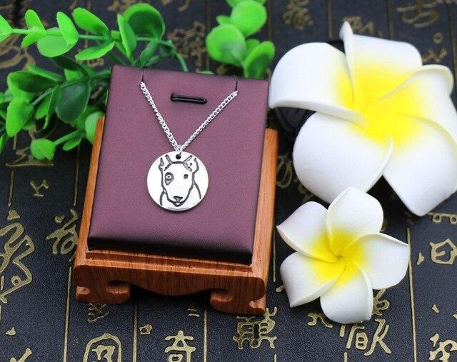 Фото ожерелье ручной работы в стиле ретро с изображением бультерьера