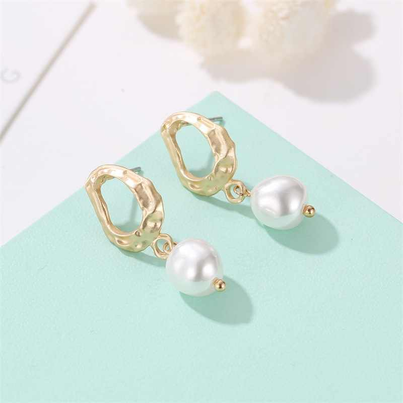 2019 New High Quality Irregular Geometric Drop Earrings Korean Palace Baroque Pearl Earrings Wholesale ali pearl fashion