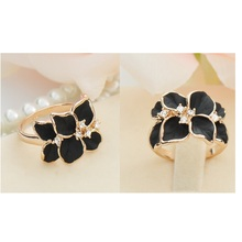 SHUANGR 2017 Hot Sale Jewelry Ring With Gold Color Austrian Crystal Black&White Color Enamel Flower Wedding Ring For Women
