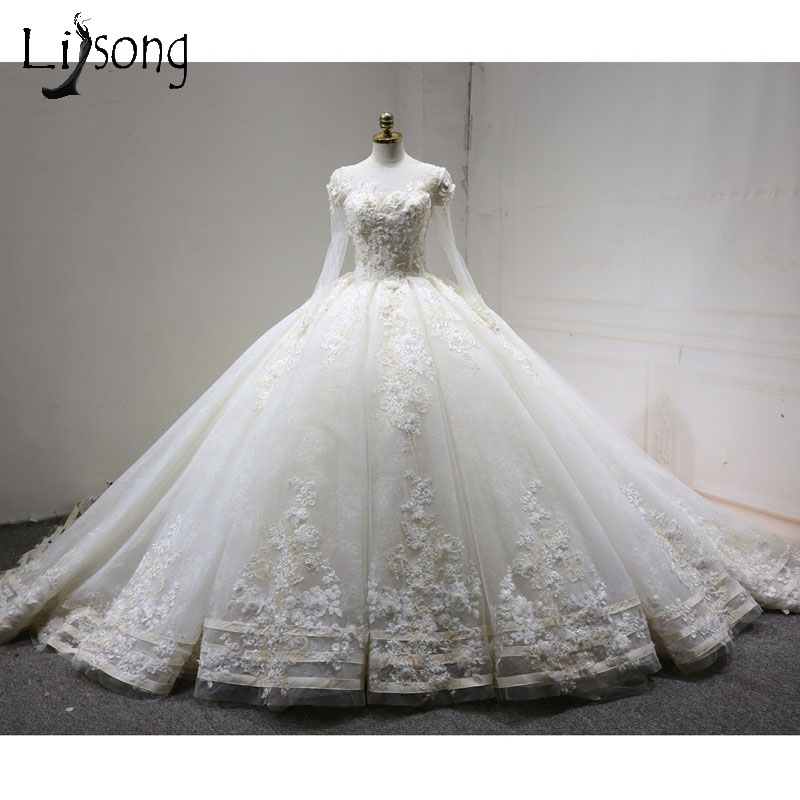 Vintage Wedding Dresses 2018 With Full Sleeves 3D Flower Lace Beaded Bridal Gowns Ruffles White Ball Gowns Appliques Pearls