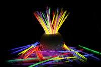 Supérieure 100 Pcs Glow Sticks Bracelets Colliers Parti Fluorescent Néon Couleurs Xmas Party De Mariage de décoration de Décalque