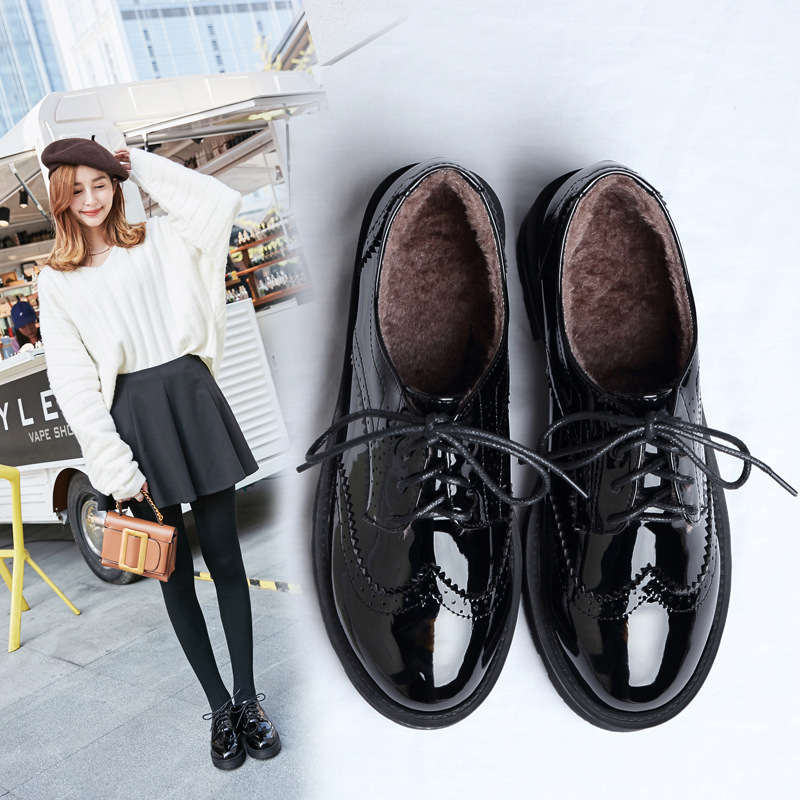 British Style Japanned Leather Brogue Shoes Woman Lace Up Fretwork Plush Winter Flats Women Round Toe Oxford Derby Shoes Y746