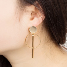 цена на Feather Earrings For Women Personality Contracted Hollow Out Tassel Women'S Earrings 2019 Alloy Long Round Drop Earrings Qw-66