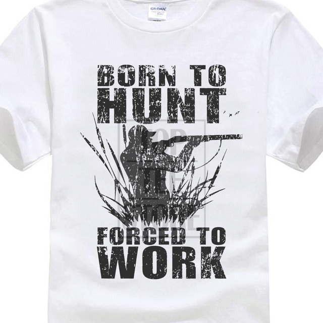 """""""Syntynyt metsästämään, pakotettu töihin"""" T-paita"""