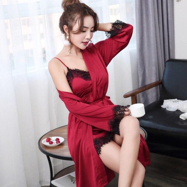 נשים גלימות שמלת סטים סקסי תחרה סאטן הלבשת פיג 'מה Nightwear משי לילה חצאיות בית בגדי שינה טרקלין עם רפידות חזה