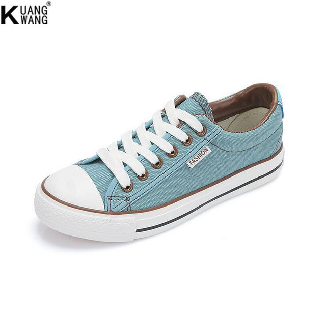 Female models to help low canvas shoes Multicolor classic casual shoes Women canvas shoes