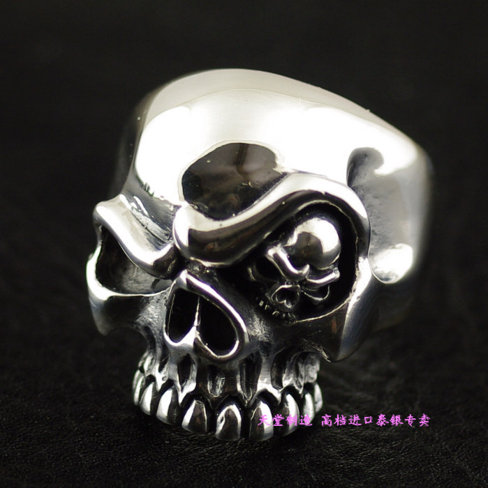 A silver ring imported man evil skull ringA silver ring imported man evil skull ring