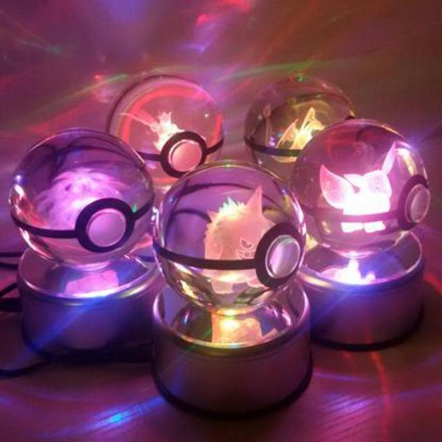 Nuevo estilo de buena calidad sueño elf mew pokemon bola con bola de cristal grabado con free envío con caja de regalo