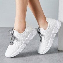 New Korean version of the student fashion shoes 2019 Spring and Autumn mesh Simple wild lace womens hot burst casual