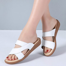купить 2019 Summer Women Slippers Flat Sandals Shoes Beach Shoes Flip Flops Women leather slides Gladiator mules ladies flipflops по цене 528.63 рублей