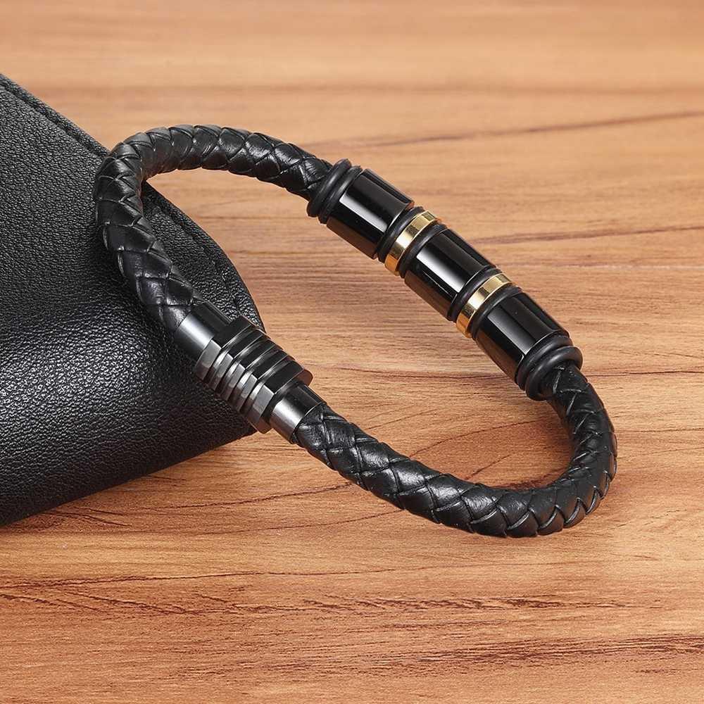 XQNI ของแท้หนังสีดำทองออกแบบสแตนเลส Magnetic Buckle Charm สร้อยข้อมือหนังผู้ชายขนาด 19/21 /23 ซม.