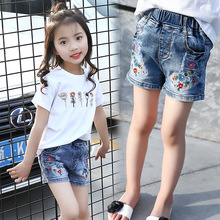 2017 Summer New Style Kids Girls Casual Hot Pants Girls Cute Embroidered Flower Elastic Waist Shorts Denim Jeans Age Three-14Yrs