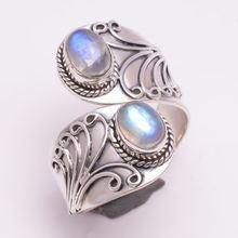Женское кольцо с лунным камнем серебристое регулируемое в стиле