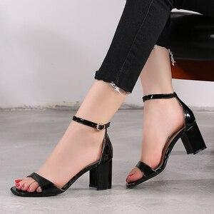 Image 4 - Zapatos de tacón alto para mujer, sandalias romanas gruesas con punta abierta, talla pequeña 31 32 33 40, estilo europeo, novedad de verano de 2019