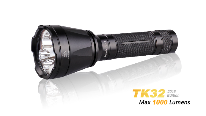 New Arrival Fenix TK32 2016 422 meter Beam Distance 1000 Lumens Tri colour Source Far reaching