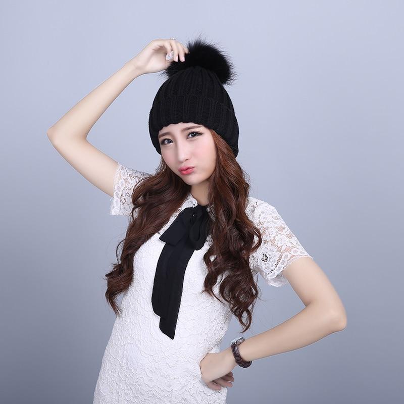5bcbd0956ad8c 2016 Pieles de animales sombreros de moda en el otoño y el invierno cálido  Pieles de animales zorro sombrero Super gran mapache gorro de lana bola  femenina ...