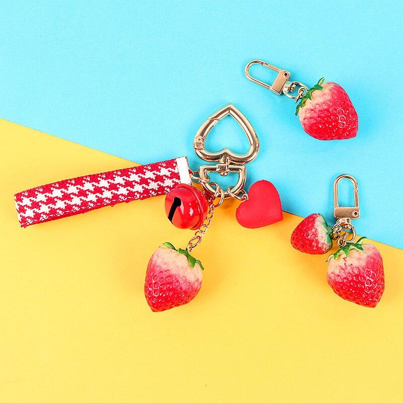 Doce bonito Morango Chaveiro Moda Chaveiro Criativo para Mulheres Bag Pingente Encantos Chaveiros Colhedor Do Telefone Móvel Decoração