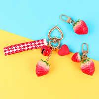 Nette Süße Erdbeere Keychain Mode Kreative Keyring für Frauen Tasche Anhänger Charme Schlüsselanhänger Handy Lanyard Dekoration